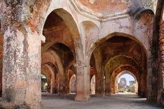 Ruínas da mesquita na ilha de Kilwa Kisiwani, Tanzânia Fotos de Stock Royalty Free
