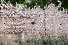 Ruínas da parede de pedra do grego clássico, Delphi, Grécia fotografia de stock royalty free