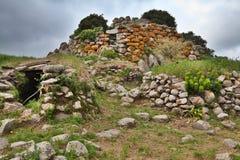 Ruínas da torre antiga de Sardinia Nuraghe da cultura foto de stock