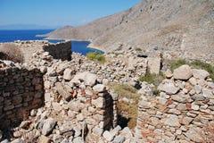 Ruínas da vila de Gera, ilha de Tilos foto de stock