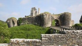 Ruínas de Dorset Inglaterra do castelo de Corfe da fortificação inglesa video estoque