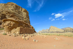 Ruínas de Lawrence da casa de Arabia's em Wadi Rum fotos de stock royalty free