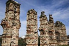 Ruínas de Roman Aqueduct em Merida, Espanha imagens de stock