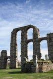 Ruínas de Roman Aqueduct em Merida, Espanha fotografia de stock