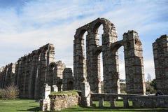 Ruínas de Roman Aqueduct em Merida, Espanha foto de stock royalty free