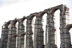 Ruínas de Roman Aqueduct em Merida, Espanha imagem de stock royalty free