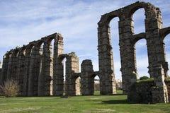 Ruínas de Roman Aqueduct em Merida, Espanha fotografia de stock royalty free