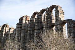 Ruínas de Roman Aqueduct em Merida, Espanha fotos de stock royalty free
