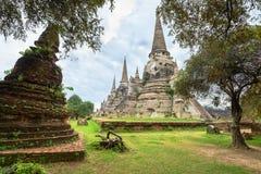 Ruínas de stupas acient no templo budista Imagens de Stock