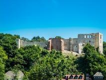 Ruínas de um castelo polonês fotos de stock royalty free