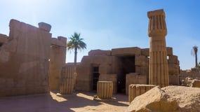 Ruínas de um templo antigo de Egito imagens de stock