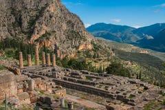 Ruínas de um templo do grego clássico de Apollo em Delphi, Grécia Fotos de Stock Royalty Free