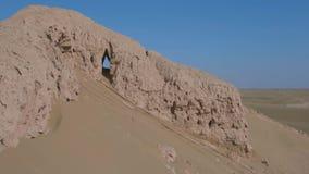 Ruínas de uma cidade abandonada da vila, Ásia central vídeos de arquivo