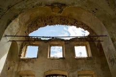 Ruínas de uma igreja ortodoxa abandonada Foto de Stock Royalty Free
