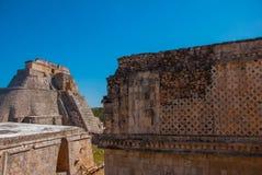 Ruínas de Uxmal, uma cidade antiga do Maya do período clássico Um dos locais arqueológicos os mais importantes da cultura do Maya fotografia de stock royalty free