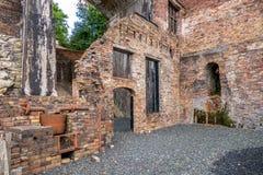 Ruínas do alto-forno em Shropshire, Inglaterra imagens de stock