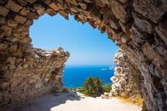 Ruínas do castelo de Monolithos fotos de stock royalty free