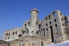 Ruínas do castelo de Ogrodzieniec no inverno Fotografia de Stock