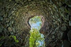 Ruínas do castelo de Radosno imagens de stock