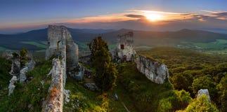 Ruínas do castelo Gymes imagens de stock royalty free