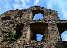 Ruínas do castelo medieval velho fotos de stock royalty free