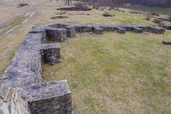 Ruínas do castrum romano de Arutela perto do rio de Olt Imagens de Stock Royalty Free