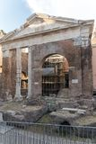 Ruínas do pórtico de Octavia na cidade de Roma, Itália Foto de Stock
