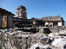 Ruínas do palácio na cidade maia antiga de Palenque em México fotografia de stock