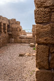 Ruínas do porto romeno antigo, Caesarea Fotografia de Stock Royalty Free