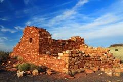 Ruínas do povoado indígeno da garganta de caixa na luz da noite, monumento nacional de Wupatki, o Arizona Imagens de Stock Royalty Free