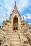 Ruínas do stupa acient no templo budista Imagens de Stock