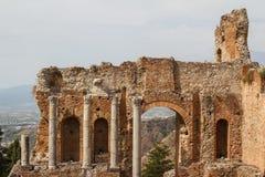 Ruínas do teatro romano antigo em Taormina, ilha de Sicília Fotografia de Stock Royalty Free
