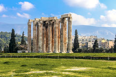 Ruínas do templo antigo de Zeus, Atenas, Grécia Fotos de Stock Royalty Free