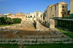 Ruínas do templo de Apollo em Siracusa fotos de stock