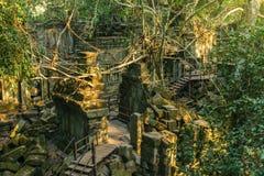 Ruínas do templo de Beng Mealea cercadas pela selva perto de Siem Reap, Ca foto de stock royalty free