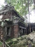 Ruínas do templo em Camboja fotos de stock royalty free