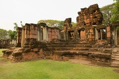 Ruínas do templo hindu no parque histórico de Phimai em Nakhon Ratchasima, Tailândia fotografia de stock