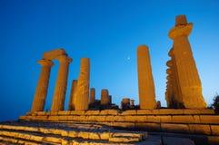 Ruínas do templo na noite Fotografia de Stock Royalty Free