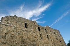 Ruínas e céu do castelo Imagem de Stock Royalty Free