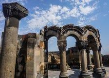 Ruínas e coluna da catedral de Zvartnots imagens de stock