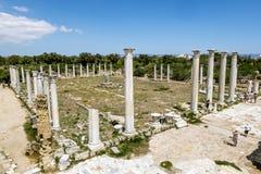 Ruínas e colunas antigas na cidade antiga dos salames em Fama Fotografia de Stock Royalty Free