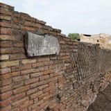 Ruínas e paredes de Ostia em Roma Fotografia de Stock