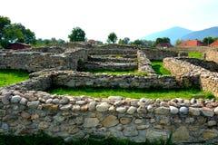 Ruínas em Ulpia Traiana Augusta Dacica Sarmizegetusa Imagens de Stock