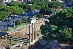 Ruínas históricas e monumentos nas ruas de Roma Imagens de Stock Royalty Free