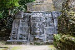 Ruínas maias de Lamanai em Belize fotos de stock