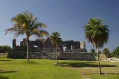 Ruínas maias do templo em Tulum foto de stock