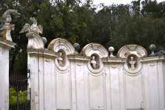 Ruínas no jardim da casa de campo Borghese Roma Itália Fotografia de Stock Royalty Free
