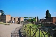 Ruínas no monte de Palatine em Roma, Italia fotografia de stock