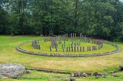 Ruínas redondas do templo de Sarmisegetuza Regia fotos de stock