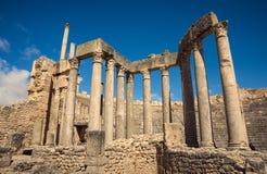 Ruínas romanas antigas, monumentos históricos Teatro em Tunísia viagem Fotos de Stock Royalty Free